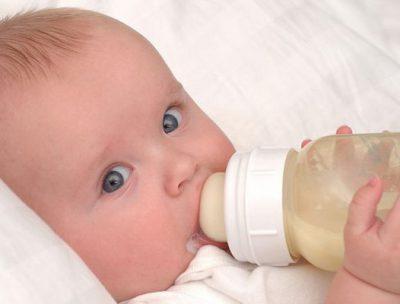 شیر دادن به نوزاد زیر دستگاه زردی